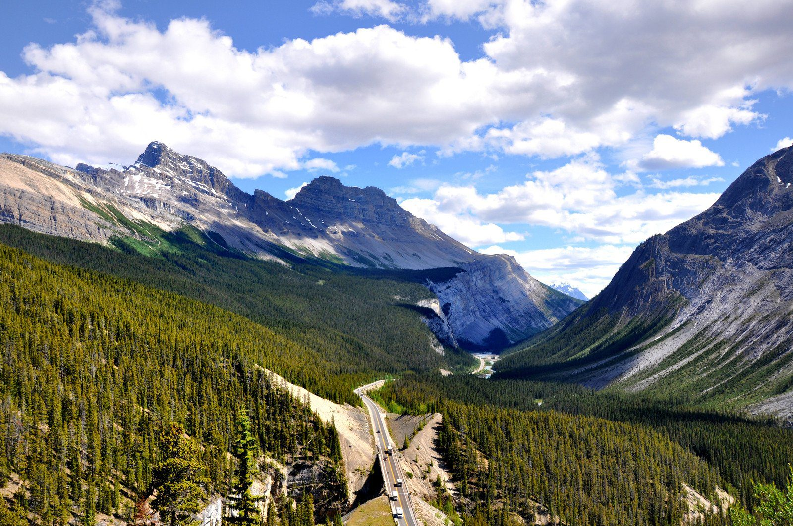 Views along the Icefields Parkway in Canada