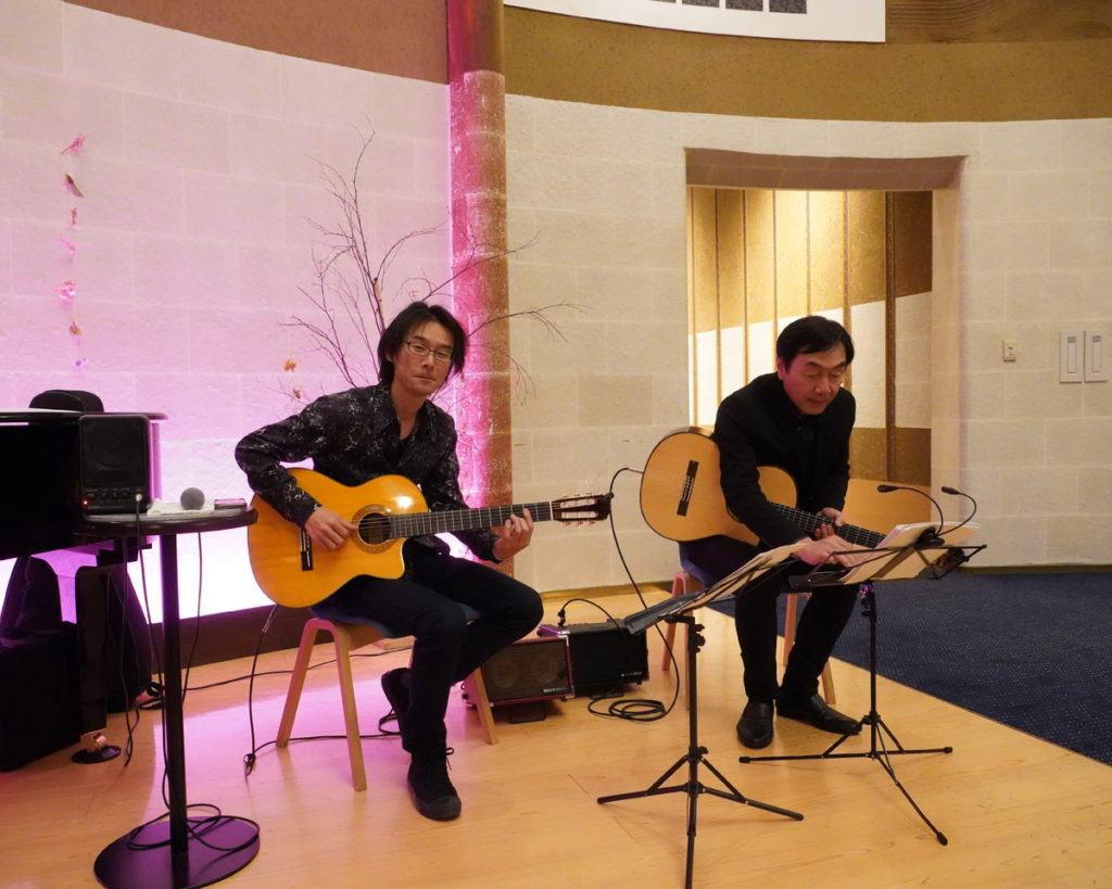 Guitar concert in the lobby