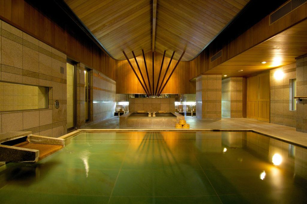 Hot spring baths at Kai Matsumoto. Photo credit to Hoshino Resorts